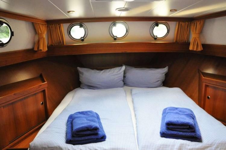 Yacht-Pedro-Donky-mieten-Boot-chartern-09